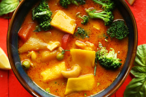 THAI YELLOW COCONUT CURRY WITH MANGO