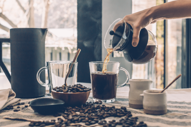 Coffee and Tea Consumption and the Risk of Invasive Breast Cancer in Postmenopausal Women